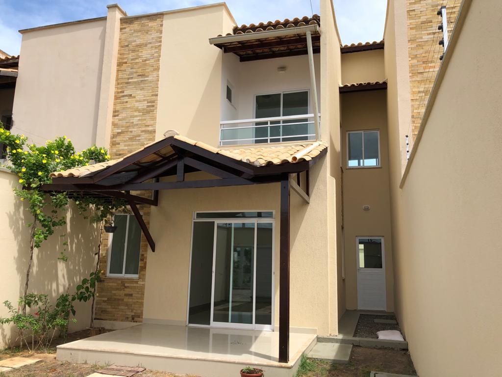 Casa dúplex no centro de Eusébio